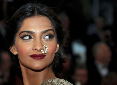 sonam-kapoor-at-66th-cannes-film-festival-2013-31457